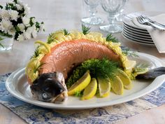 Helstekt ørret i folie   Oppskrift - MatPrat Visit Norway, Love Food, Beef, Recipes, Meat, Recipies, Ripped Recipes, Cooking Recipes, Steak