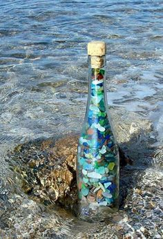 Glass bottles recycling for coastal & beach decor idea. you can need some old glass bottles and turn them into beach decor. Nice way to recycling old glass Sea Glass Beach, Sea Glass Art, Sea Glass Display, Clear Glass, Bottle Display, Bottles And Jars, Glass Bottles, Sea Glass Crafts, Creation Deco
