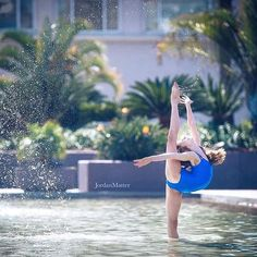 Beat the heat Beach Gymnastics, Gymnastics Tricks, Gymnastics Poses, Acrobatic Gymnastics, Olympic Gymnastics, Beach Volleyball, Flexibility Dance, Gymnastics Flexibility, Dancer Photography