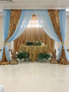 Wild Safari Royal Prince Baby Shower Gold Baby Blue and a touch of Green Baby Shower Decorations For Boys, Boy Baby Shower Themes, Baby Shower Gender Reveal, Baby Boy Shower, Royal Baby Shower Theme, Baby Blue Weddings, Decoration Evenementielle, Gold Backdrop, Quinceanera Themes