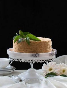 Uzun zamandır araştırdığım ama bir türlü beni tatmin eden bir reçeteye rastlamadığım bir pasta Medovik, geçen gün severek takip ...