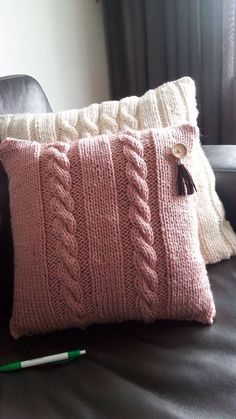 Knitted Cushion Covers, Crochet Pillow Cases, Knitted Cushions, Knit Pillow, Knitting Paterns, Easy Crochet Patterns, Knitting Yarn, Knitting Projects, Hand Knitting