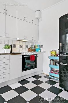 Contemporary small apartment design Interior kitchen photo 2015 Small Apartment Design, Small Apartments, Transformers, Kitchen Dining, Kitchen Cabinets, Dining Room, Blog Deco, Kitchen Photos, Kitchen Interior