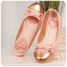 Kidy Calçados para meninas e meninos curtirem o verão com mais saúde e conforto nos pés. #calçados #shoes #boy #girl #sandália #brasil #floral #kids #moda #tendencia #verão #summer #trends #design #saúde #conforto Cute Girl Shoes, Flower Girl Shoes, Little Girl Shoes, Toddler Girl Shoes, Kid Shoes, Girls Shoes, Baby Girl Sandals, Kids Sandals, Baby Girl Shoes