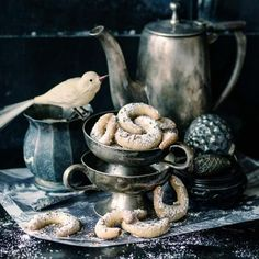 LIVING AT HOME Christmas Mood, Xmas, Fabulous Foods, Crackers, Christmas Cookies, Bakery, Yummy Food, Crafty, Tableware
