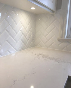 5 Perfect Hacks: Wide Beadboard Backsplash peel and stick backsplash temporary wallpaper.Copper Backsplash herringbone backsplash back splashes. White Beveled Subway Tile, White Tiles, Beveled Glass, Herringbone Subway Tile, Herringbone Pattern, White Apartment, Tile Design, Design Lab, Kitchen Remodeling