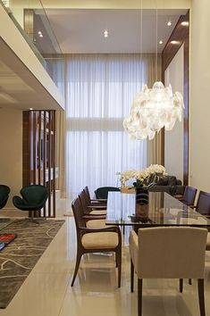 But how to apply color to your living room? Today we will cover the 2 most contrasting colours to décor your Luxury Dining Room with: white and black. Luxury Dining Room, Dining Room Design, Residential Interior Design, Home Interior Design, Inside A House, Sala Grande, Dining Room Inspiration, Inspiration Design, Home Decor Furniture