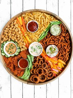 An EPIC French Fries Board recipe full of your favorite dipping sauces, fries, tater tots, onion rings, and more. Perfect for Game Day or any party! Frozen Sweet Potato Fries, Sweet Potato Waffles, Party Food Platters, Charcuterie And Cheese Board, Pasta Bar, Catering Food, Catering Display, Veggie Tray, Gifts
