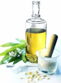 natural healing oils for ringworm Healing Oils, Natural Healing, Herbal Remedies, Natural Remedies, Hair Remedies, Healthy Tips, Healthy Hair, Garlic Oil, Natural Health Tips