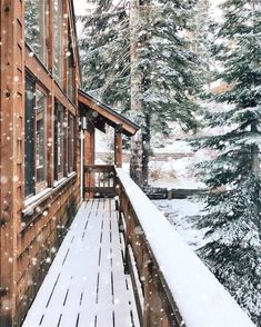 Winter can be tough but a peaceful snowfall can turn a cold, harsh day into a magical winter wonderland! Here's why I can't deny the magic of snow. Winter Szenen, Winter Magic, Winter Time, Winter Christmas, Winter House, Winter Travel, Winter Season, Magic Snow, Cabin Christmas