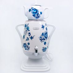 Very stylish design and great functionality! This samovar not only boils water, but also keeps it warm. Comes with a washable water filter. Design includes automatic shut-off at boiling, as well as protection from overheating.