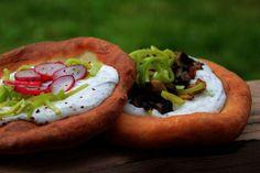 Ungarische Langos mit Knoblauchcreme und Käse, ein schönes Rezept aus der Kategorie Brot und Brötchen. Bewertungen: 438. Durchschnitt: Ø 4,7.