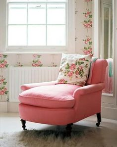 i always wanted one of these chaise longues... my grandmother had one, and this is magical in PINK!