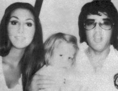 Linda, Lisa Marie and Elvis. This was a very nice family unit, it's a shame it didn't work. Linda loved Elvis, Elvis loved Linda and little Lisa loved both of them and vice versa Elvis And Priscilla, Lisa Marie Presley, Elvis Presley, Elvis 68 Comeback Special, Miss Tennessee, Linda Thompson, Daddys Little Princess, Fake Pictures, Graceland