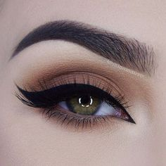 blown-out neutral brown over the lid + lower lashline, thick black arabic winged #eyeliner, extended into the inner corner | #eye #makeup @miaumauve http://amzn.to/2s3vVGJ