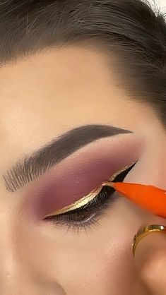 Makeup Eye Looks, Creative Makeup Looks, Skin Makeup, Eyeshadow Makeup, Makeup Videos, Makeup Tips, Maquillage Black, Makeup Tutorial Eyeliner, Eye Makeup Designs