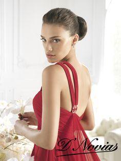 Vestido corte imperio en chifon rojo con escote carazon.