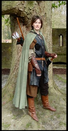 Ranger. Yessss! I hardly ever see ranger or Aragon cosplays! And I would really love to do one one day. Plus this costume is just epic.