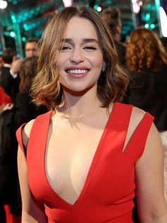 What Do 'Game Of Thrones' Stars Look Like In Normal Life? (Daenerys Targaryen) Emilia Clarke (Yes, thats a bleach blonde wig Emilia wears each episode, lucky for her she doesn't have to bleach her own hair. Emilia is a successful Hollywood actress with many starring roles being offered her way ever since her role as Khaleesi.)