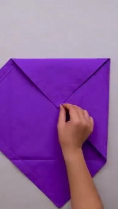 Fun Crafts, Diy And Crafts, Arts And Crafts, Diy Easy Embroidery, Cloth Napkin Folding, Everyday Hacks, Paper Crafts Origami, Diy Gift Box, 5 Minute Crafts