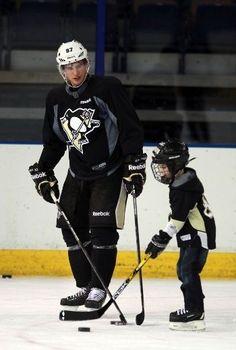 Sidney Crosby,I'm dying. NHL hockey Cute Child.-Pittsburgh Penguins