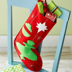 Skip the store-bought stockings and make your own! Get instructions: http://www.bhg.com/christmas/crafts/retro-ornaments-felt-stocking/?socsrc=bhgpin110812feltstocking