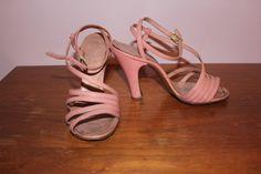 40s 50s Babydoll Pumps / 1940s Pink Sandle by livinvintageshop