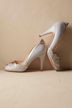 Slide View: 1: Isabella Scalloped Heel