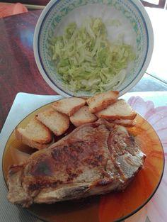 :) bistecca, insalata e crostini :) buon pranzo