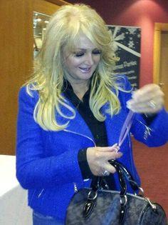 #bonnietyler #gaynorsullivan #gaynorhopkins #thequeenbonnietyler #therockingqueen #rockingqueen #music #rock #2013 #theprideofbritain Pride Of Britain, Bonnie Tyler, 80s Music, King Queen, Rock And Roll, My Idol, Awards, Singer, Beautiful