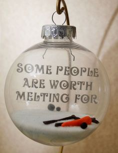 10 Easy Gifts That'll Totally Make the Love of Your Life Cry - WorldLifestyle Christmas gifts Holiday gifts Noel Christmas, Disney Christmas, Diy Christmas Ornaments, Winter Christmas, Holiday Crafts, Holiday Fun, Christmas Bulbs, Frozen Christmas, Christmas Ideas