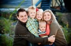 fall family photo - would also work well in winter | Photo ideas