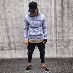 Wonderful Jogger Pants Outfits Ideas For Men 36 Stylish Mens Outfits, Casual Outfits, Men Casual, Cute Outfits With Jeans, Boy Outfits, Jogger Pants Outfit, Moda Men, Urban Style Outfits, Vetement Fashion
