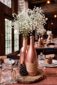 The Creek Haus Hochzeit Austin Texas Hochzeit im Freien Wasser Braut Bräutigam Simple Wedding Decorations, Simple Weddings, Wedding Centerpieces, Copper Wedding Decor, Centerpiece Ideas, Wine Bottle Centerpieces, Rose Gold Centerpiece, Wedding Wine Bottles, Reception Decorations