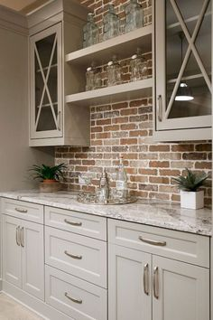 Nice 85 Rustic Farmhouse Kitchen Cabinets Makeover Ideas https://homstuff.com/2018/02/01/85-rustic-farmhouse-kitchen-cabinets-makeover-ideas/ #DIYHomeDecorKitchen