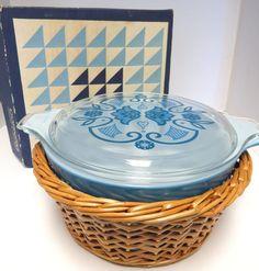 VTG Pyrex Horizon Blue Promotional w/ box, basket, and lid MINT 474 1-1/2 qt
