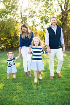 What to Wear for Family Photos Fall Family Picture Outfits, Spring Family Pictures, Spring Photos, Preppy Family, Boys Fall Fashion, Women's Fashion, Simply Fashion, Mom Style, Cool Kids