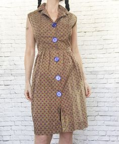 Big buttons on clothes: Photo Dress Outfits, Fashion Dresses, Women's Fashion, Indian Prints, House Dress, Button Dress, Jacket Buttons, Fashion Details, Vintage Dresses