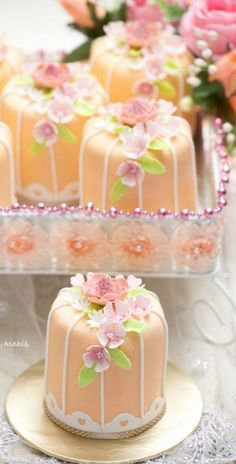 peach floral mini cakes...