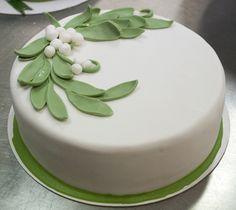Kiss over cake or under the mistletoe? #Christmas #ChristmasCake
