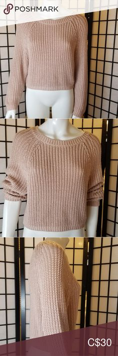 H&M Divided dusty pink knitted crop sweater Dusty pink cropped chunky-knit sweater by H&M acrylic H&M Sweaters Crew & Scoop Necks Cropped Sweater, Long Sleeve Sweater, Pink Sweater, Skirt Leggings, Plus Fashion, Fashion Tips, Fashion Trends, Dusty Pink, Knit Dress