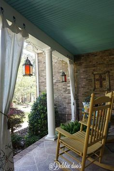 Diy drop cloth curtains with a twist twist when making drop cloth curtains southern porch decorating ideas diy drop cloth curtains with a twist Outdoor Curtains For Patio, Porch Curtains, Drop Cloth Curtains, Outside Patio, Drop Cloth Slipcover, Porch Decorating, Decorating Ideas, Southern Porches, Country Porches