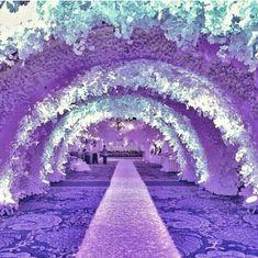 Wedding Walkway, Wedding Reception Entrance, Wedding Mandap, Tall Wedding Centerpieces, Wedding Stage Decorations, Backdrop Decorations, Decoration Party, Wedding Themes, Wedding Dresses