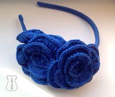 Diadema azul dos flores crochet. Sylvia Marie. ¿La quieres..?