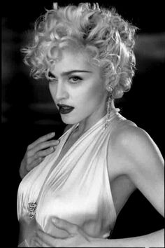 Madonna Vogue, Madonna Photos, Lady Madonna, Lilo Und Stitch, Celebrity Skin, Photo Portrait, Marilyn Monroe Photos, Marilyn Monroe Wallpaper, Material Girls