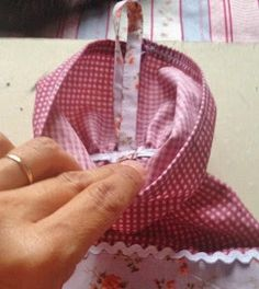 Step by Step Porta Pull Fabric Bags Tutorial Diy, Fabric Bags, Fabric Crafts, Quilt Patterns, Craft Projects, Patches, Lily, Quilts, Sewing