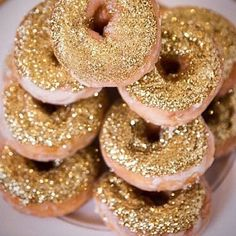 OMG THESE LOOK SOOOO GOOD! YUMMY!! I  WOULD EAT THEM ALL LOL #Snookisofficialtwin #Glitterinjections #TAG #FRIENDS