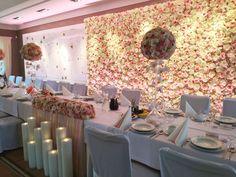 Dekoracje ślubne, tło kwiatowe, ścianka za Młodą Parą, flower wall, wedding, candle, świece