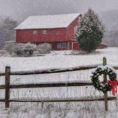 Barn snow Barn Pictures, Winter Pictures, Rustic Pictures, Winter Images, Petits Cottages, Country Barns, Country Life, Country Living, Country Roads