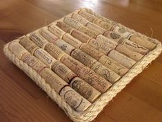 Ihan itse: Pannunalunen viinipullonkorkeista Cork Crafts, Diy Arts And Crafts, Hobbies And Crafts, Diy Crafts, Jenny Doan Tutorials, Wine Bottle Corks, Handicraft, Christmas Crafts, Creative